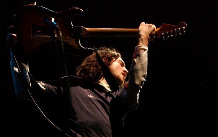 """Em 1994, John Frusciante falava sobre como """"bissexualidade e drogas"""" o levaram ao Rock"""
